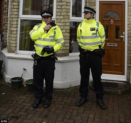 英国警方逮捕4名伊恐嫌疑人或密谋刺杀女王